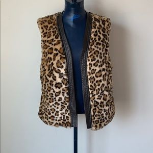 Cache faux fur leopard vest